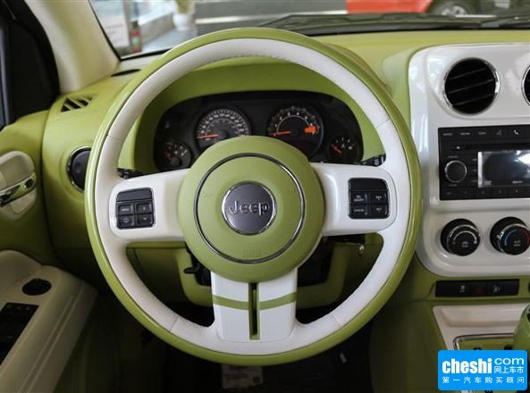 Jeep  2.0L 自动 方向盘