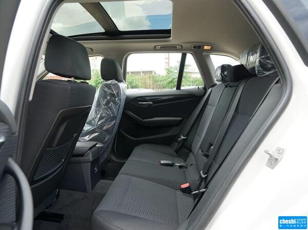 华晨宝马  sDrive18i 第二排座椅45度视角