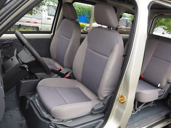 上汽通用五菱  1.2L 前排座椅