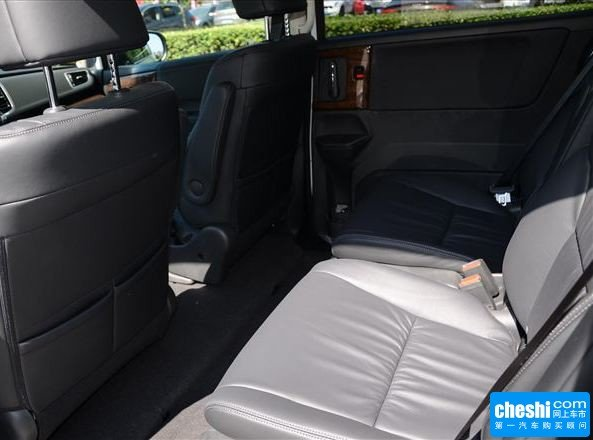 广汽本田  改款2.4L 第二排座椅45度视角