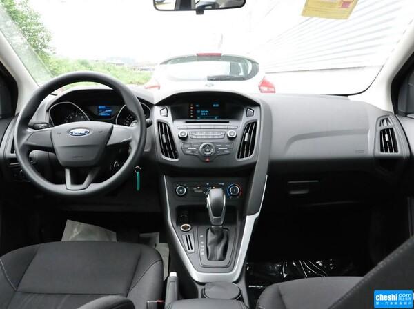 长安福特  两厢 1.6L 自动 中控台整体