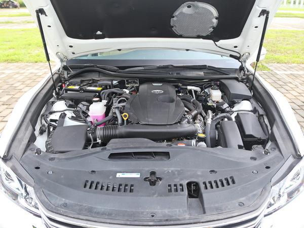 一汽丰田  2.0T 自动 发动机舱