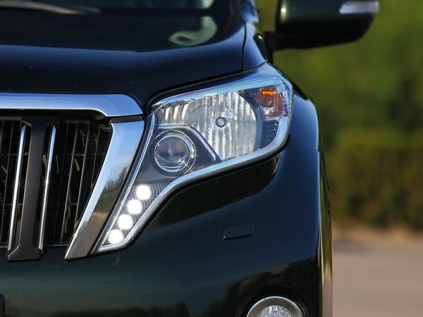 一汽丰田  2.7L 自动 左前大灯