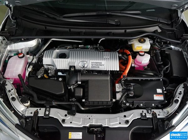 一汽丰田  双擎 1.8L 发动机局部特写