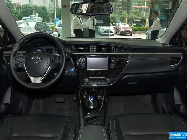 一汽丰田  双擎 1.8L 方向盘后方仪表盘