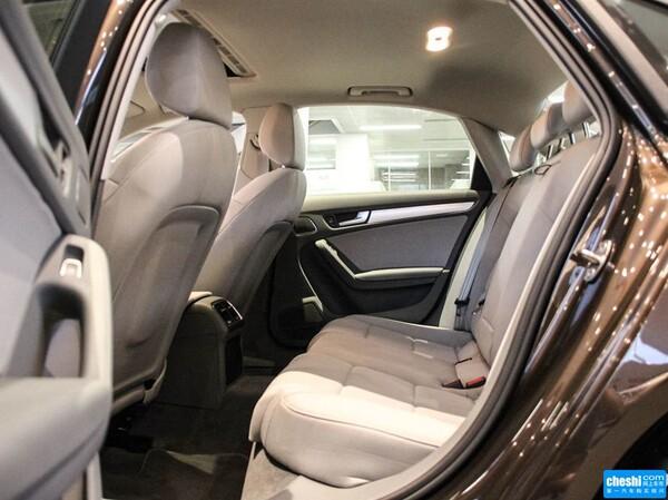 一汽奥迪  35 TFSI 自动 第二排座椅45度视角