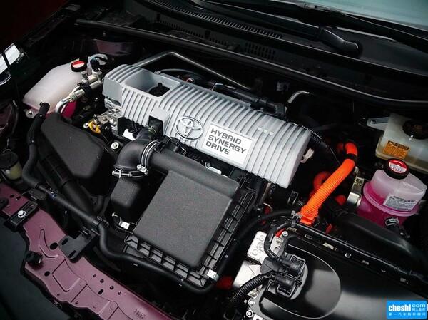 广汽丰田  雷凌 双擎1.8H GS CVT精英版 发动机局部特写