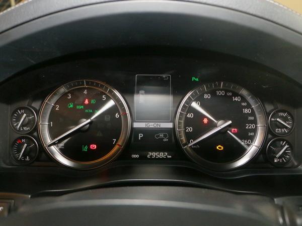 雷克萨斯  LX 570 仪表盘