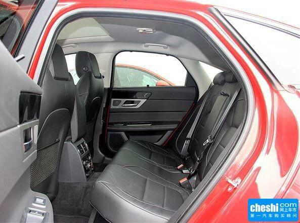 捷豹  XF3.0T 第二排座椅45度视角