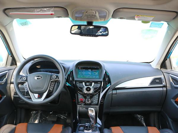 比亚迪  秦EV300 中控台整体