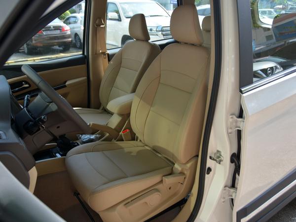 上汽通用五菱  1.5L 前排座椅