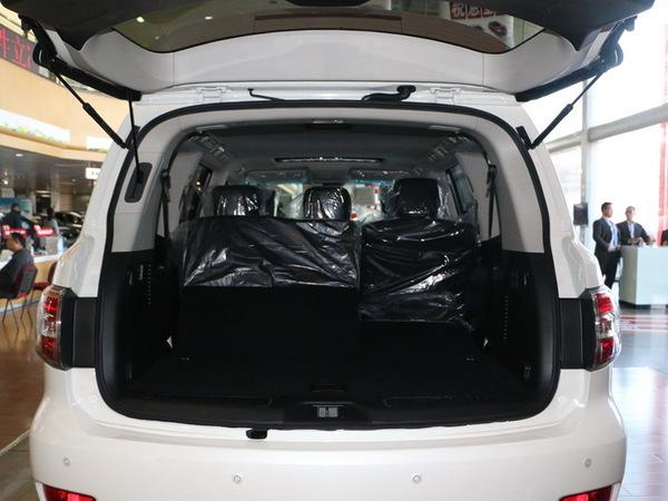 日产(进口)  5.6L 后备箱