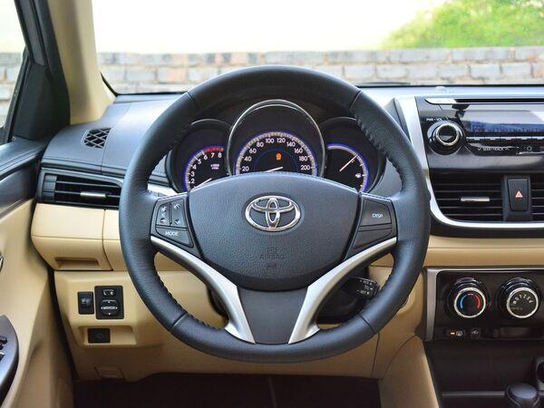 一汽丰田  1.5L 方向盘