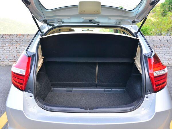 一汽丰田  1.5L 后备箱