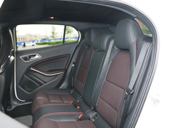 奔驰-AMG  AMGAMG 第二排座椅