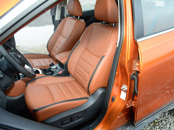 东风日产  2.5L 前排座椅
