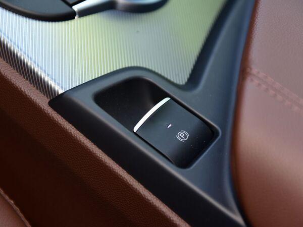 阿尔法.罗密欧  2.0T 200HP 手刹/驻车按键