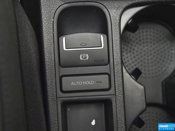 内饰方面:大众途观中控台按键与旋钮均采用镀铬装饰,展现精致,优雅
