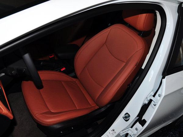 新科鲁兹座椅面料采用真皮包裹,有座椅加热
