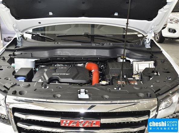 车型介绍:外观方面,哈弗H2依旧继承了其家族式SUV的特征,采用与旗舰车型哈弗H8类似的超大镀铬进气格栅,并加入了时下流行的LED日间行车灯。尾部的设计十分简洁,鉴于其城市型SUV定位,没有配置外挂式备用轮胎。    内饰方面,哈弗H2采用T型中控台布局,并提供红黑/米黑两种内饰。配置方面,真皮多功能方向盘、后排座椅按比例放倒带中央扶手、双安全气囊、胎压监测、定速巡航、无钥匙进入系统、一键启动系统、蓝牙免提通话系统等。  动力方面,哈弗H2搭载一台1.