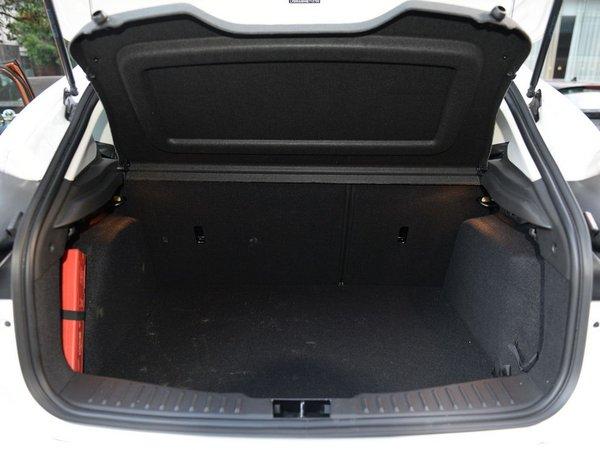 长安福特 两厢 后备箱