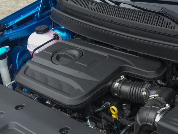 远景X3在大连乐都汇购物中心正式上市,官方指导价格区间为5.09-6.59万元。新车共推出1.5L-MT进取型、1.5L-MT精英型、1.5L-MT尊贵型、1.5L-AT精英型和1.5L-AT尊贵型等五款配置车型。动力方面,全新吉利远景X3搭载了一台最大功率为102马力的1.5L自然吸气发动机。  作为吉利家族的一款全新小型SUV,远景X3依旧延续了吉利全新的家族式设计风格,其前进气格栅采用了水滴涟漪回纹式设计,鹰眼式前大灯组搭配回旋镖式LED日间行车灯,使整车造型更加犀利。梯形的下进气格栅采用银色镀铬包
