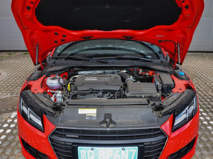 奥迪(进口)  TT Coupe 45 TFSI 发动机舱