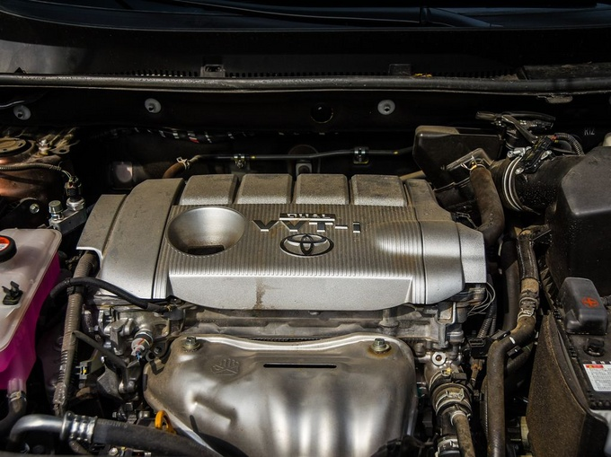 一汽丰田  2.5L 发动机舱