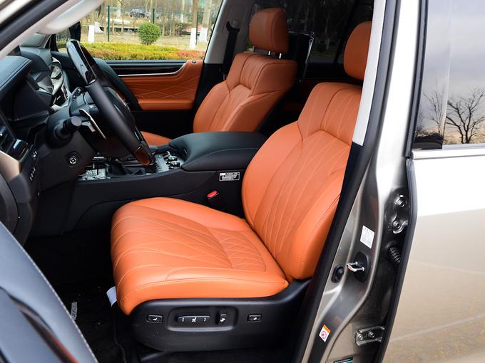雷克萨斯  570 前排座椅