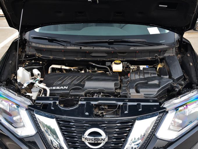 东风日产  2.0L CVT舒适版 发动机舱