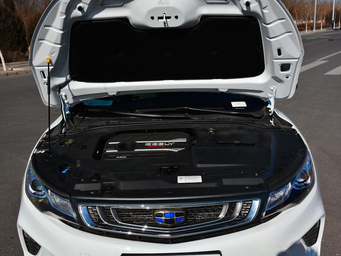 吉利汽车  1.4T 发动机舱