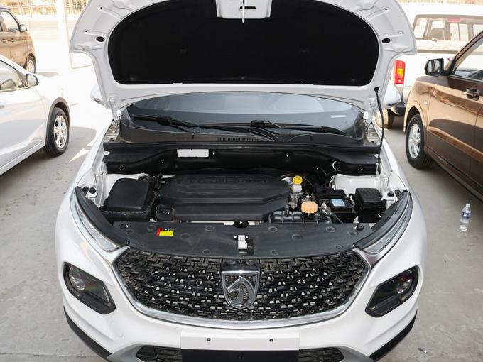 宝骏汽车  1.5L 发动机舱