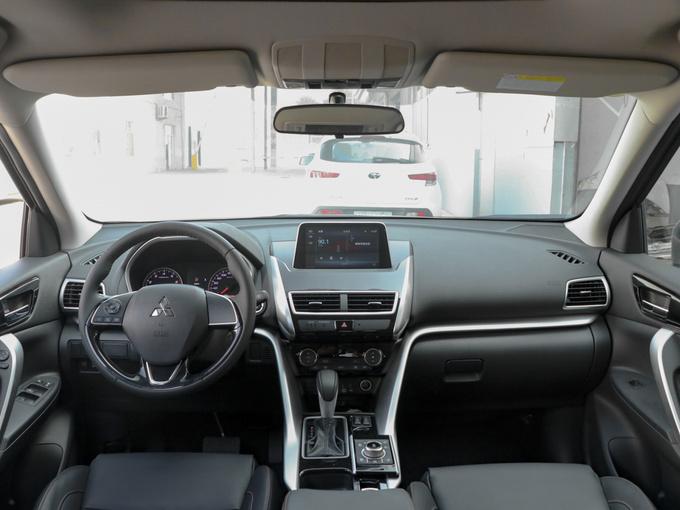 广汽三菱  1.5T CVT两驱梦想版 大中控全景