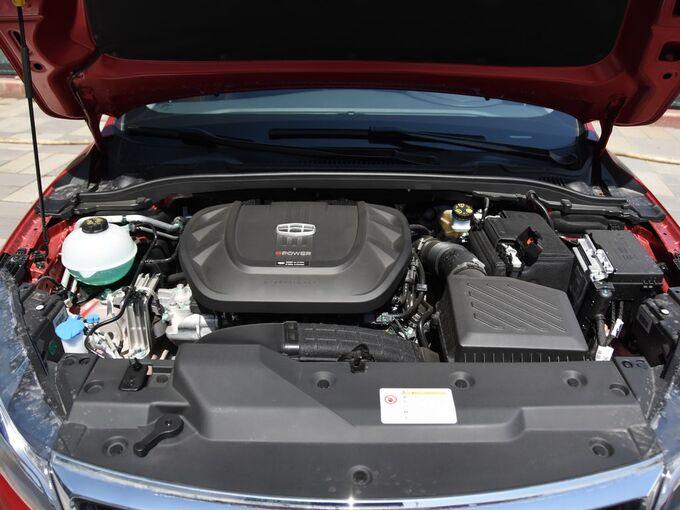 吉利汽车  1.5T 发动机舱